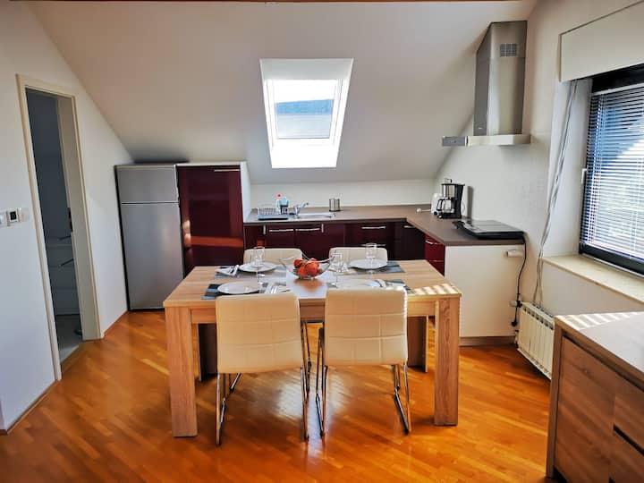 Beautiful light apartment Ela, 10 min from airport
