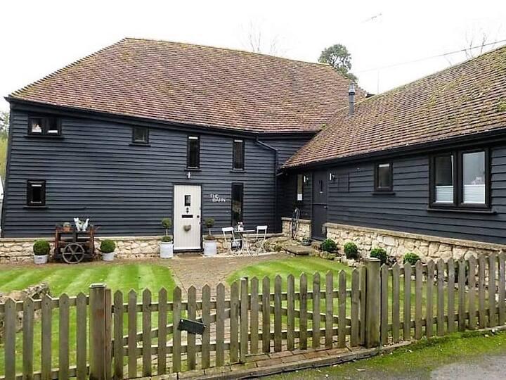Stunning Barn in beautiful Kent countryside