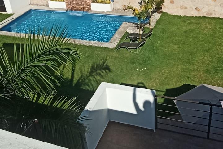 Casa con alberca y jardin privado en Teques