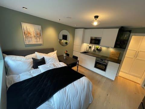 Ny moderne leilighet i rolige omgivelser. Nær tog