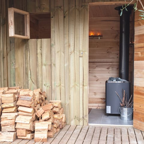 Outdoor fire sauna
