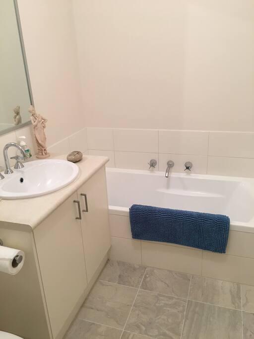 Modern, comfortable bathroom