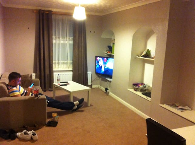Single Room with loads of perks! - Dagenham - Rumah
