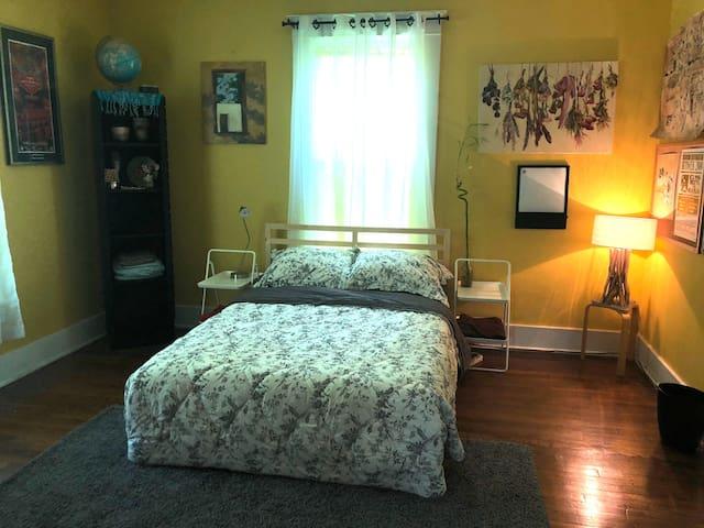 Bedroom 2 w/full bed