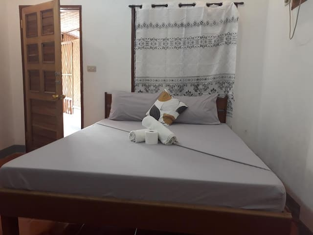 Sannie Pension - Room 1 (With 1 Double Bed)