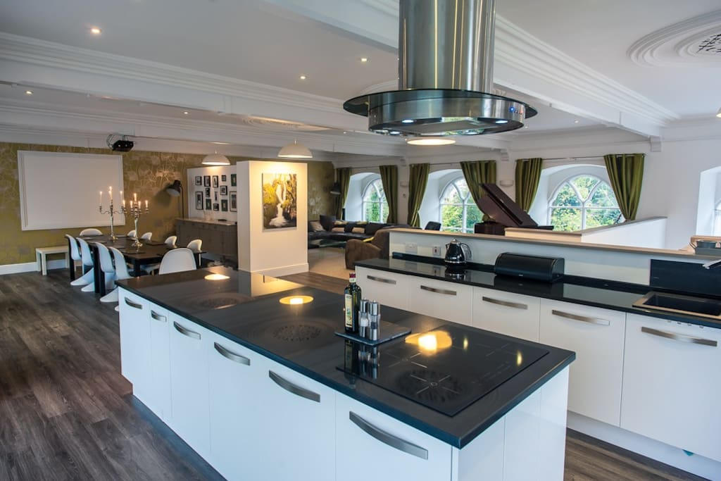 Beautifully designed, well-equipped kitchen