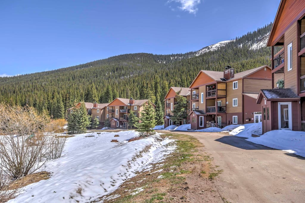 Boasting views of the mountains, this condo promises an unforgettable getaway.
