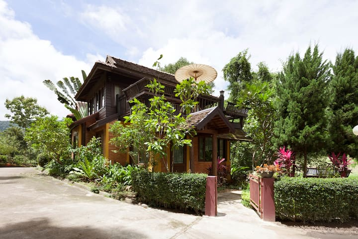 Rim-Tarn, a private serene mountain chalet - Chiang Mai