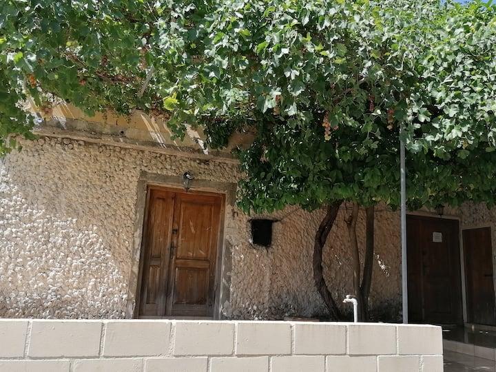Παραδοσιακή Εξοχική κατοικία στο χωριό φίλουσα