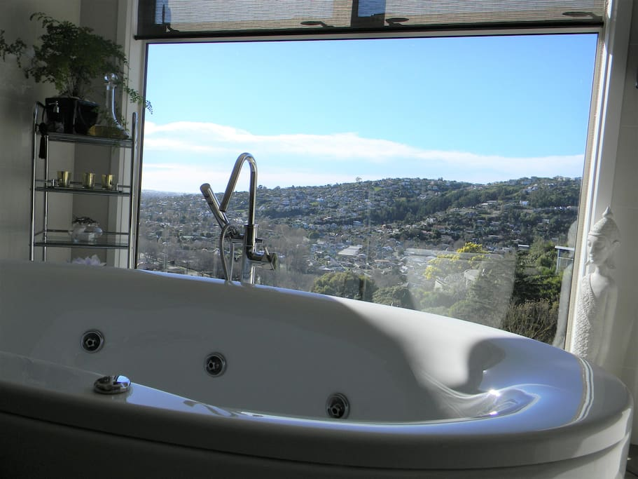 City Views Guest Spa Bath