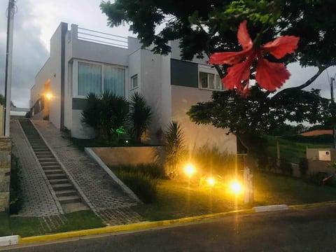 Casa confortável p/até 06 hósp, em Brag Paulista