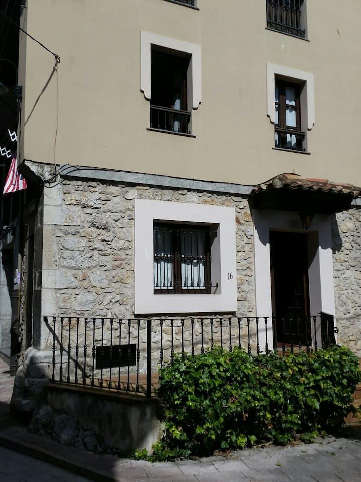 Bonita casa en centro de Llanes, Wifi VUT 764-AS