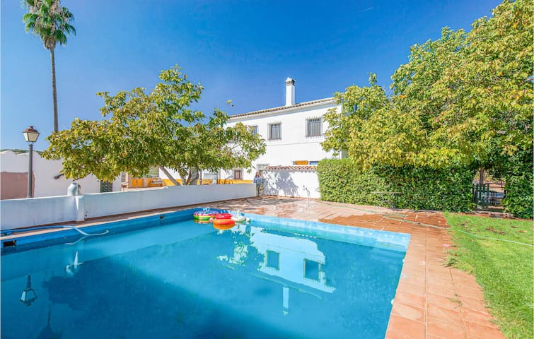 Holiday cottage with 6 bedrooms on 143m² in Alanís