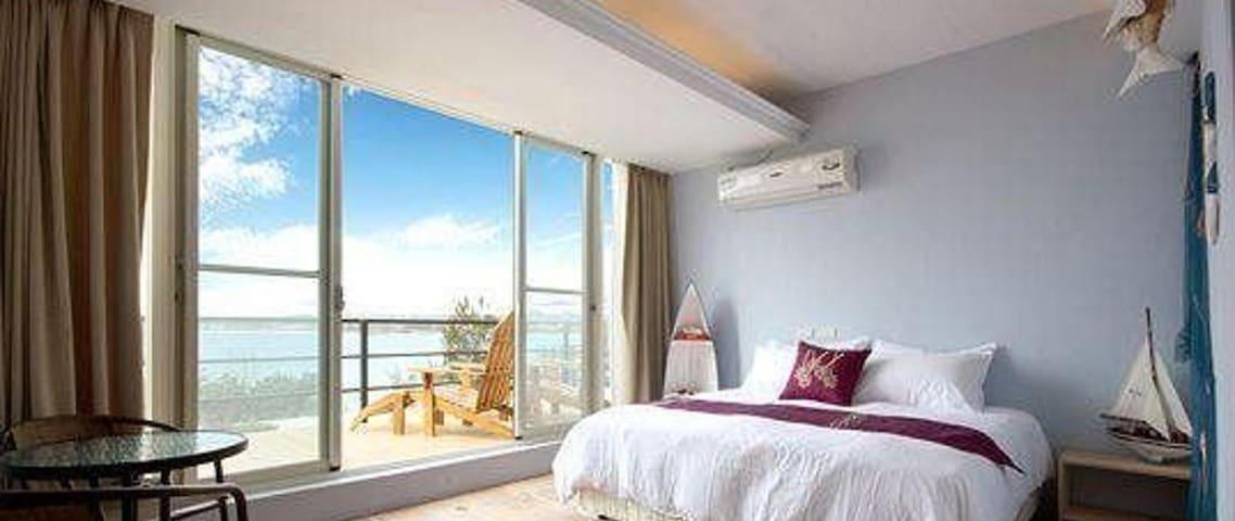 Surfer Room w Balcony in Kenting