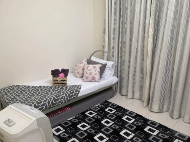 3rd bedroom with single bed. Additional extra single mattress provided. Equipped with ceiling fan.