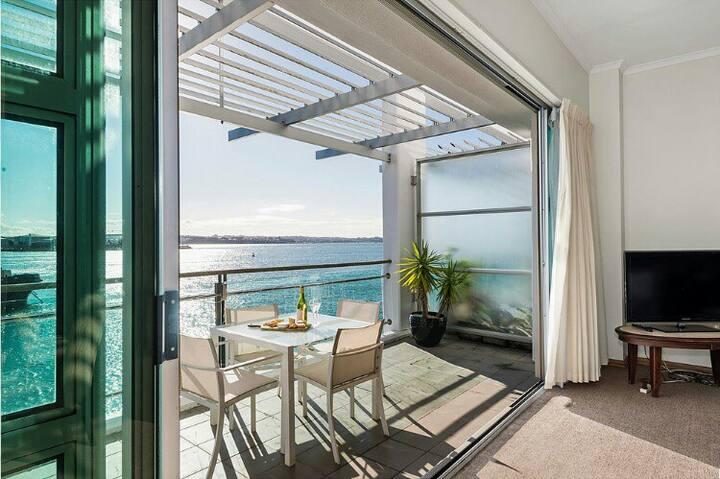 1BR Waterfront Apartment At Princes Wharf