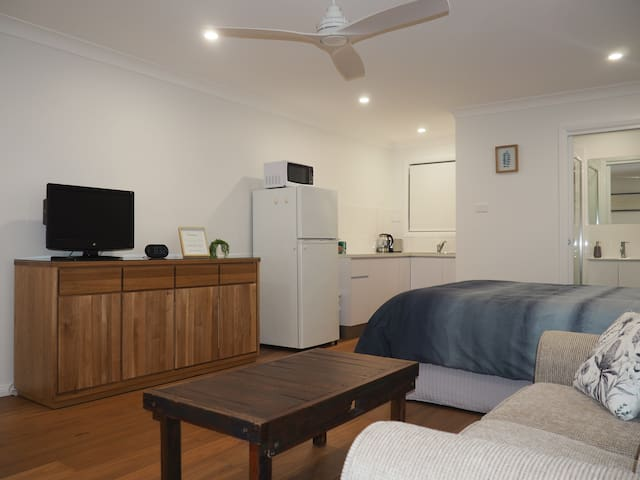 Modern Studio Apartment close to Uni/CBD/Hospitals