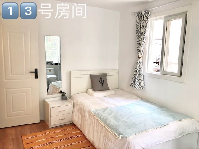 9⃣️静安寺南京西路附近,独立一室户,独立卫生间。温馨舒适采光良好。
