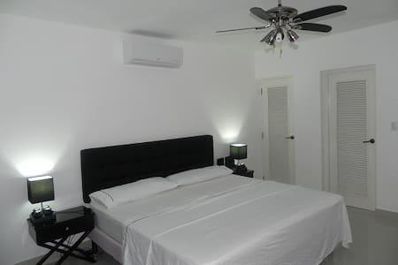 Apartamento mas Lujoso en Hostal Doña Amalia Aerop