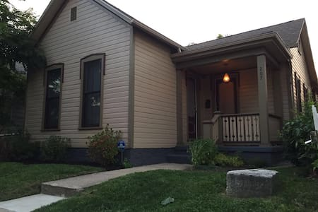 Room in trendy historic downtown home - Dayton - Talo