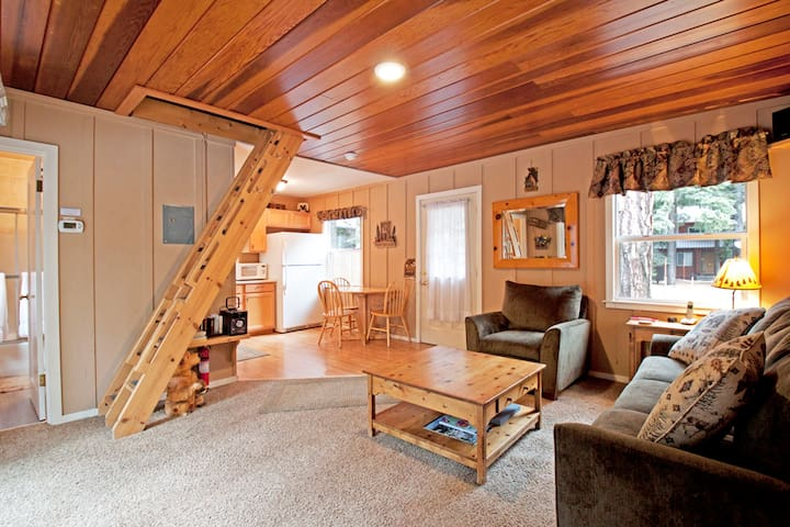 Tahoe Park Cottage - Walk to Lake and more!