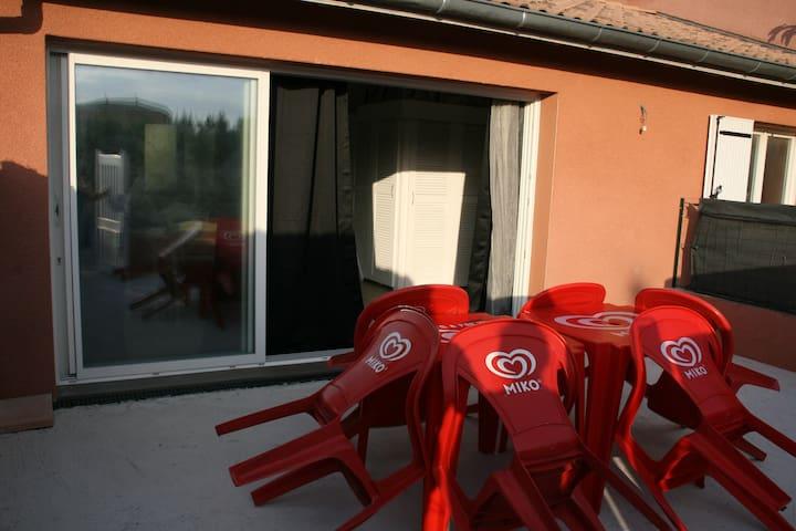 Studio Independant de 40 m2  Meublé 4 Personnes - Saint-Marcel-lès-Valence - Villa