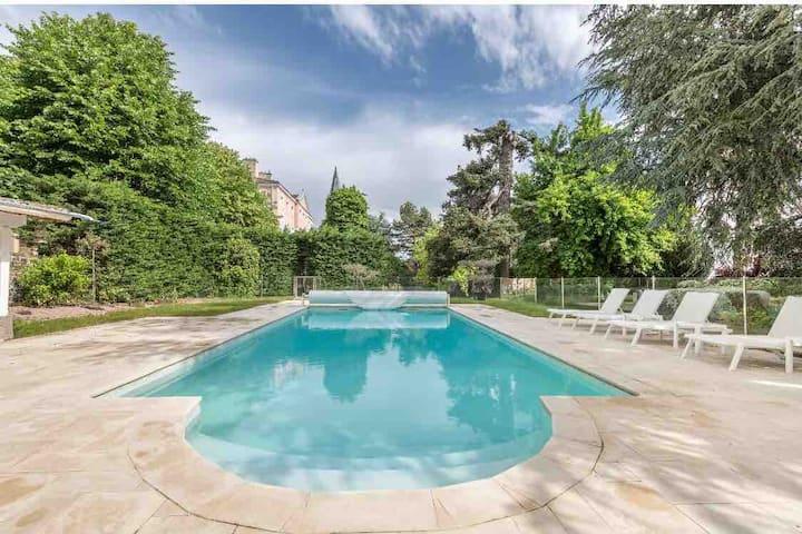 Chambre d'hôte 4 - Château du Chatelard - piscine