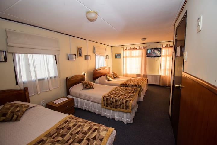 Habitación Triple Hotel & Restaurant Alcazar