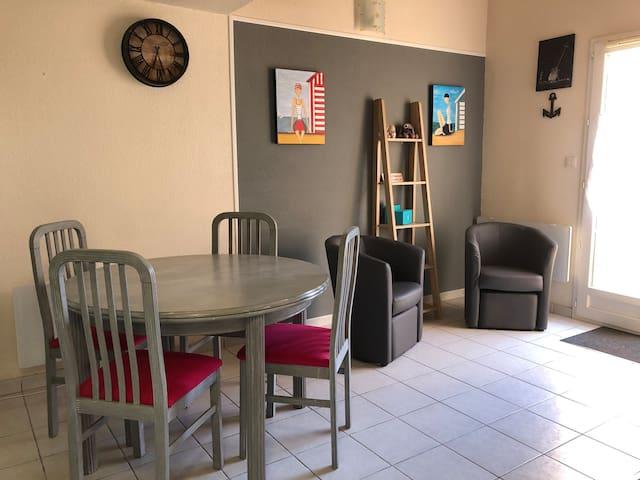 Châtelaillon : Villa dans résidence avec piscine