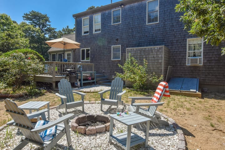 #437: Close to bike path and the beach, game room; dog friendly!