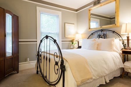 A Quiet Room w/ Breakfast & Wine - Saint Helena - Bed & Breakfast