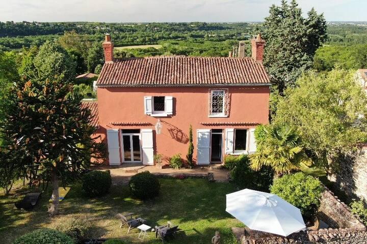 """Cosy cottage in  the domaine de la """" Charaudière"""""""