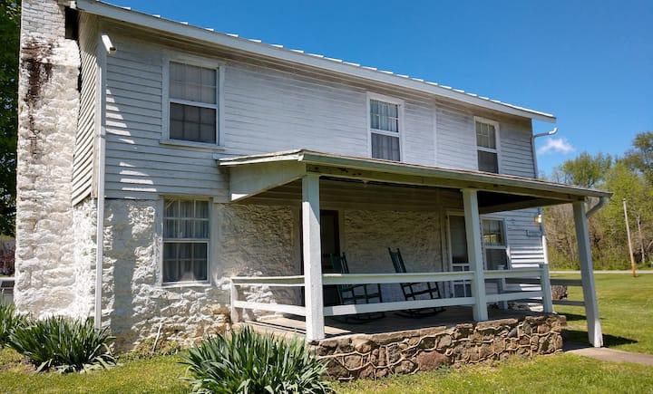 Boxwood Cabin - Shenandoah NP Graves Mountain Farm