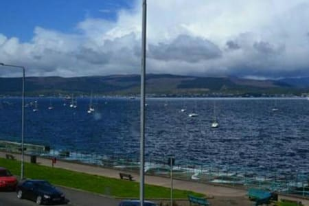 Beautiful Gourock Seaside Apartment - Gourock