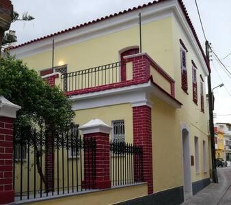 Oikίa Athanasia, two Storey 1920 Neoclasical house