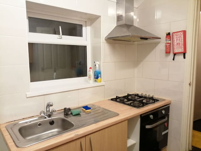 A double room for rent close to Treforest campus.