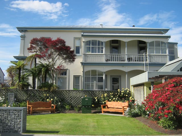 Historic Beauty - Town Central - Takaka - Appartement