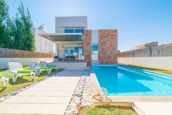 CAN BOSQUERRÓ - Villa with sea views in Sa Ràpita. Free WiFi