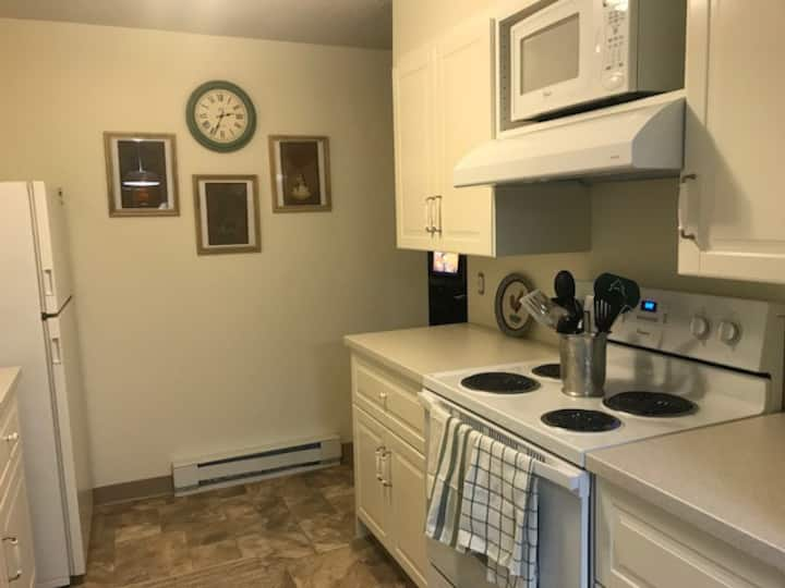 Quiet Countryside Townhouse close to I-80/Kent
