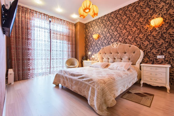 Квартира в новом доме ,центр города Греческая 1а;