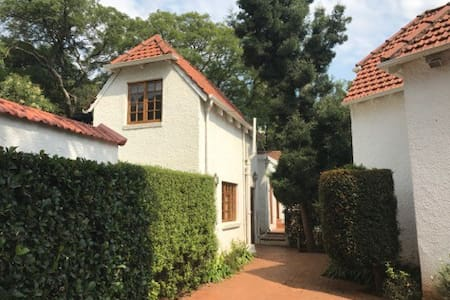 Charming Historic Cottage- Forest Town
