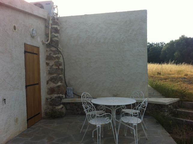 Mini villa à la campagne - Belgodère - House