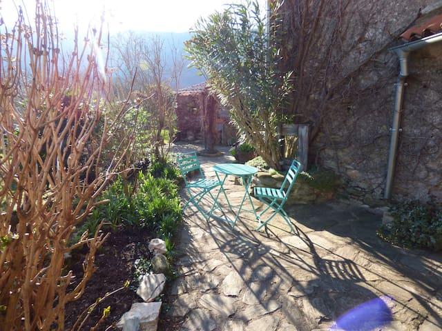 B&B Ardouane,Parc Haut Languedoc - Riols - Bed & Breakfast