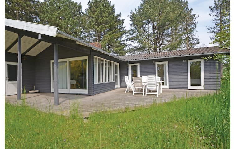 Holiday cottage with 3 bedrooms on 90m² in Knebel