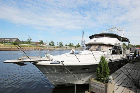 Joke's Boat Stay @ Miami Vice