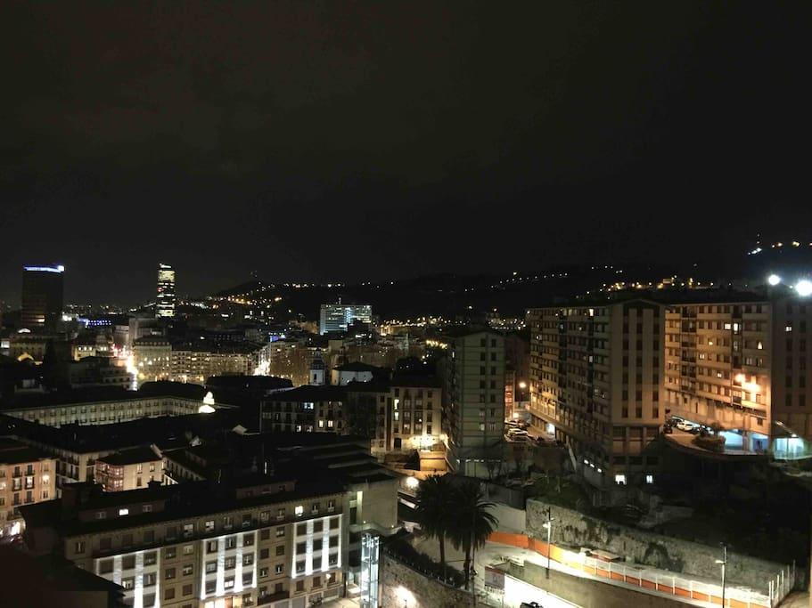 Night views of the Old Town and the Center of Bilbao from the terrace   -  Vistas por la noche del Casco Viejo y Centro de Bilbao desde la terraza.