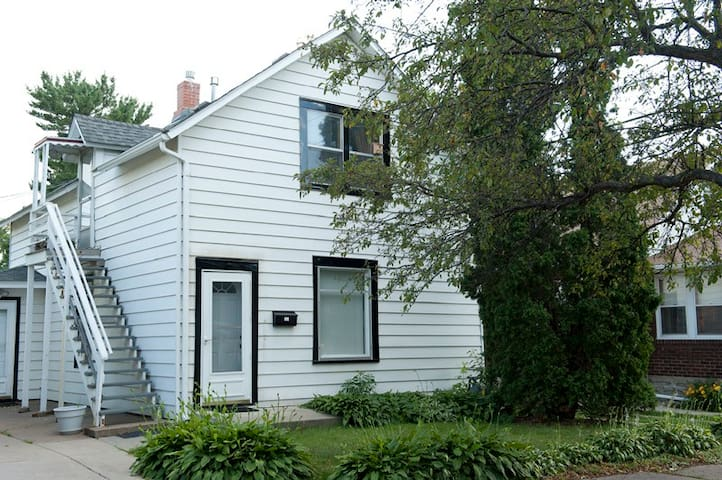 The Flat:Cozy 2 Bedroom in Northeast Arts district - Minneapolis - Daire