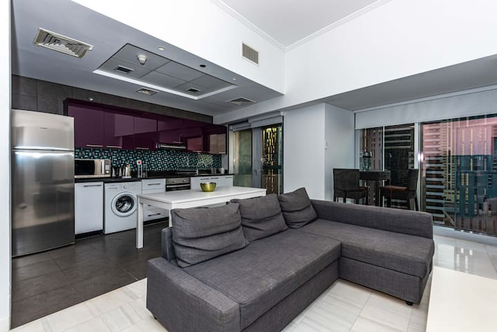 Stunning 1 BR in the iconic Cayan Tower
