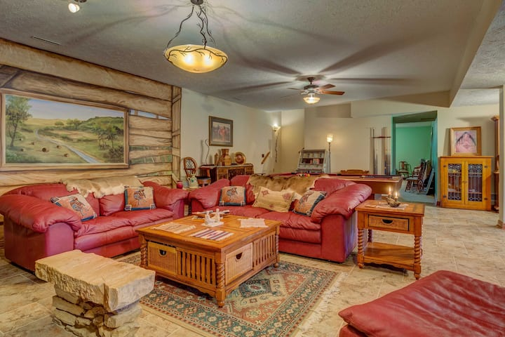 'The Retreat' Lewisburg Apartment on 130 Acres!