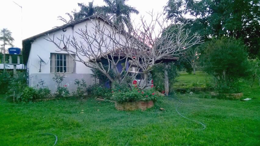 Sítio Angelina: conforto entre Guarani e Rio Pomba - Guarani - Houten huisje